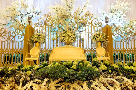 Floral decor royal design indonesia the engagement of jovan fidela at private residence menteng jakarta junglespirit Image collections