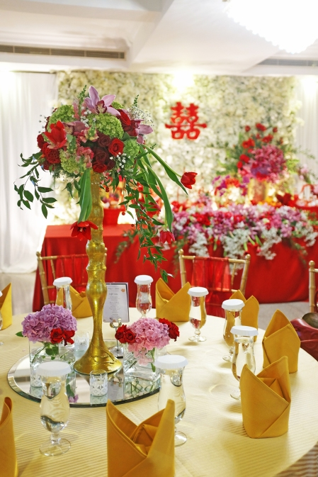 Floral decor royal design indonesia the wedding of ardy christiany at ceria room shangri la hotel jakarta junglespirit Image collections